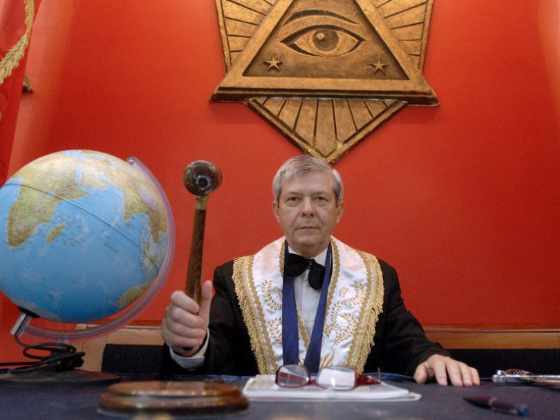 Freemasonry and The Globe